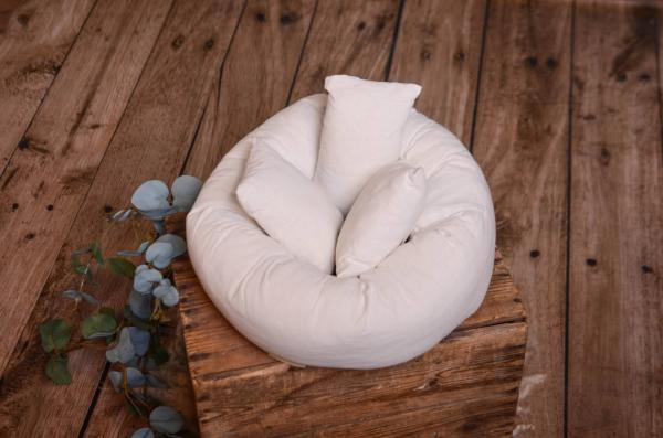 Round ring and 3 pillows set