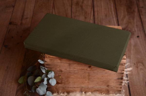 Colchón con funda verde botella
